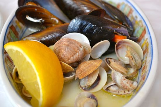 Vongole and cozze in a light broth