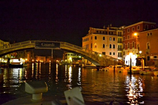The Rialto Bridge at night