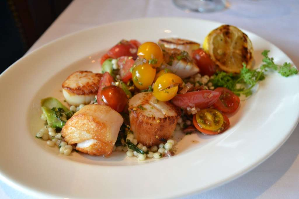 Scallops with Sweet and Sour Tomatoes