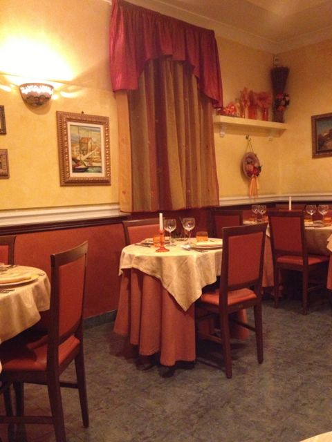 L'antico Molo back dining room.