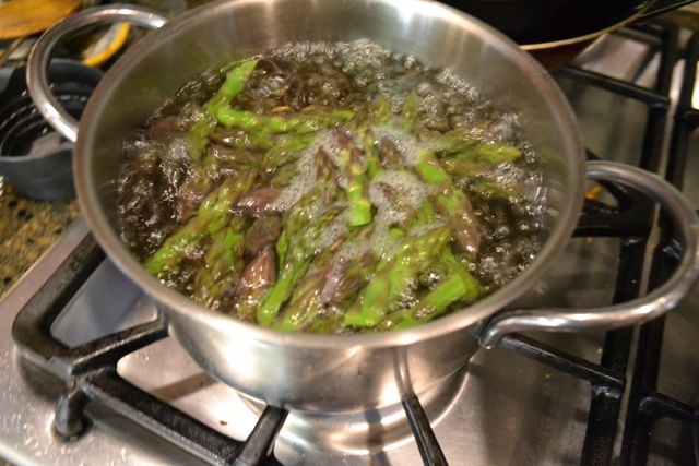 Cooking the asparagus tips