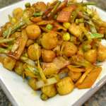 Ginger Scallop Stir-Fry with Leeks and Mixed Vegetables