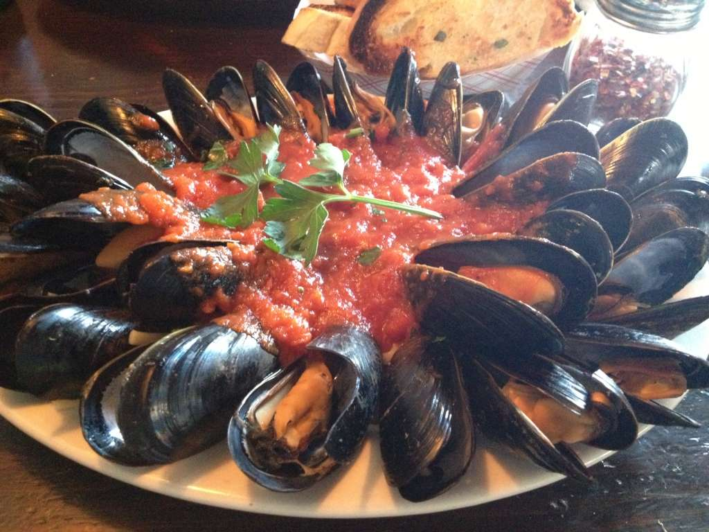 Mussels with Linguine in Red Sauce